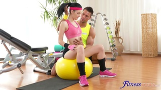 Perky brunette works out with a hunk up ahead they end up shafting