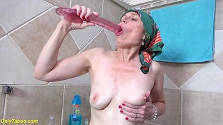 Ugly 72 years old mom prolapse her pussy
